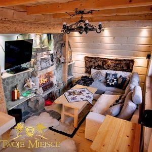 Wewnętrzne prywatne ciepło w długie zimowe wieczory – kominek w domu domowe ognisko ciepło ogień kominek